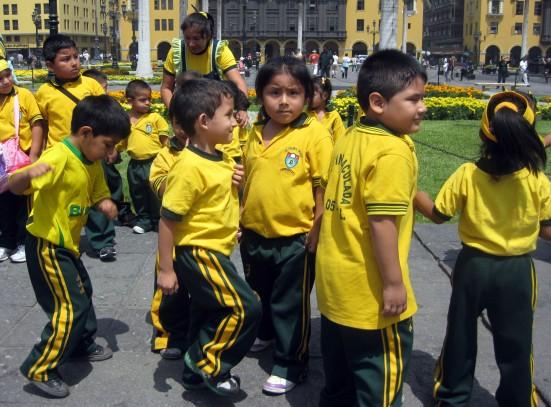 Schoolkids in Plaza de Armas.