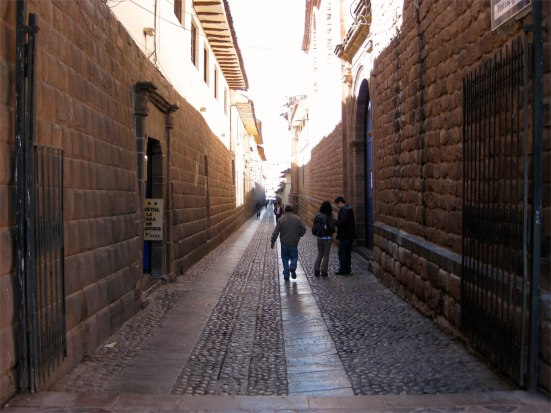 Road leading to the Plaza de Armas.